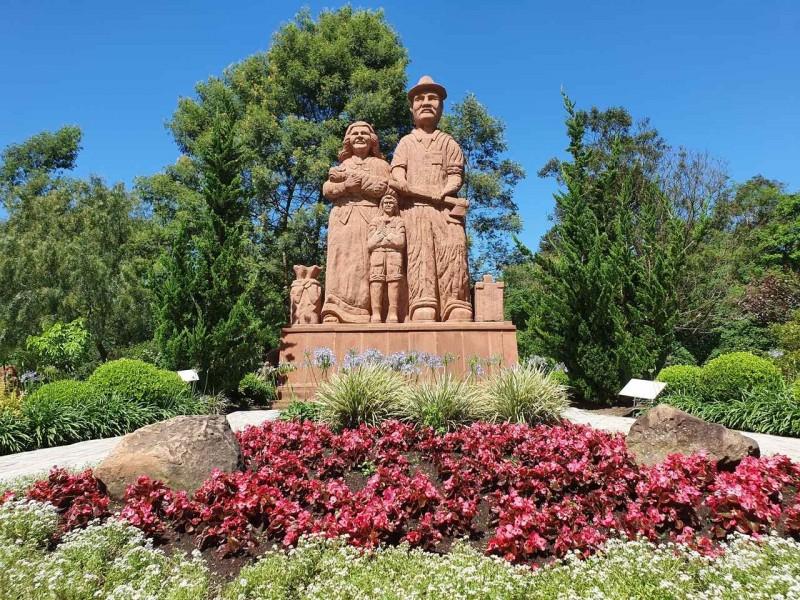 Esculturas parque pedras do silêncio